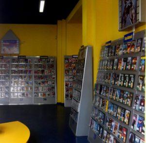 Blick in eine selige Videothek Saarbrücken Bleichstraße Daniel Craig James Bond